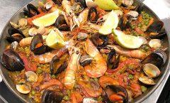 ¿Dónde comería paella o un arroz un Valenciano?. La Cirera es un Restaurante en Encamp junto al Funicamp donde comer buenos arroces, la paella de mariscos o la paella de Bogavante